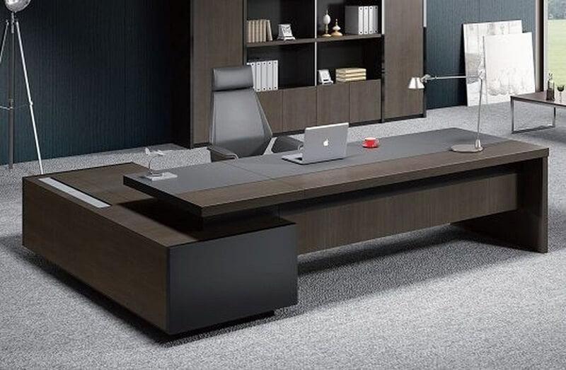 Giám đốc mệnh Thủy nên dùng bàn làm việc nào?